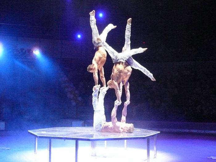 Белая Готика, акробаты под руководством Валерия Емеца Германия